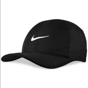 NIKE DRI-FIT FEATHERLIGHT HAT